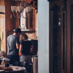 Czy warto mieszkać razem przed ślubem? Zalety i Wady